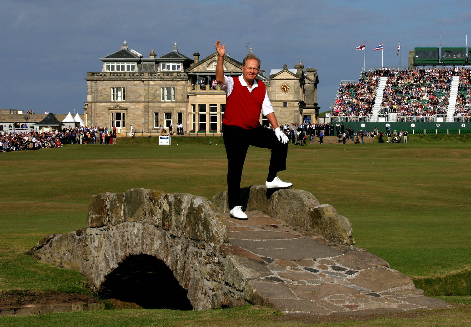 Jack Nicklaus waves goodbye to the home of golf, 2005